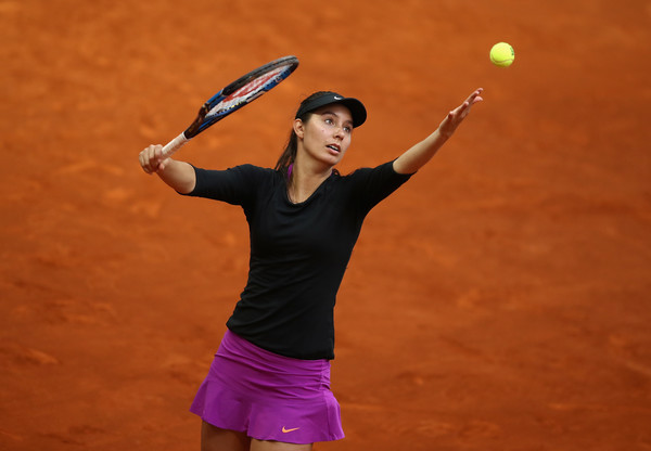 Oceane Dodin serves at the Mutua Madrid Open | Photo: Julian Finney/Getty Images Europe