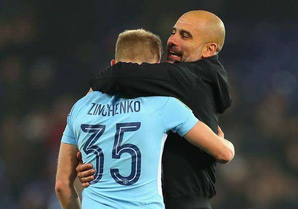 Zinchenko junto con Guardiola. Foto: Catherine Ivill (Getty Images Europe)