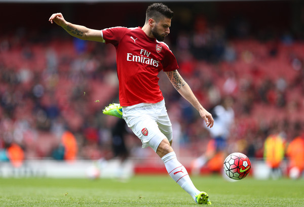 Giroud warms up vs Crystal Palace | Source: Paul Gilham/Getty Images Europe