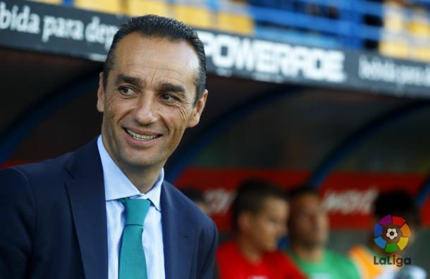 José Luis Oltra, técnico del Córdoba, durante un encuentro de esta temporada | LaLiga