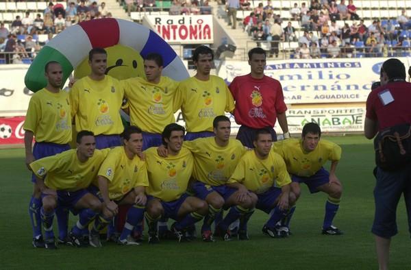 Alineación U.D. Las Palmas en un encuentro de la temporada 2003/2004 udlaspalmas.es