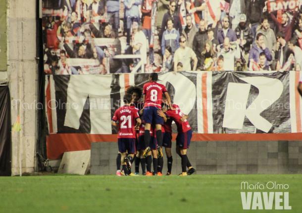 Los rojillos celebran uno de los goles en el feudo del Rayo Vallecano | Foto: VAVEL.com - María Olmo