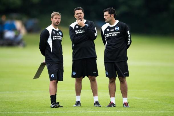 Joaquín Gómez (izquierda), junto a Oscar García (centro) en un entrenamiento del Brighton | Foto: BHAFC