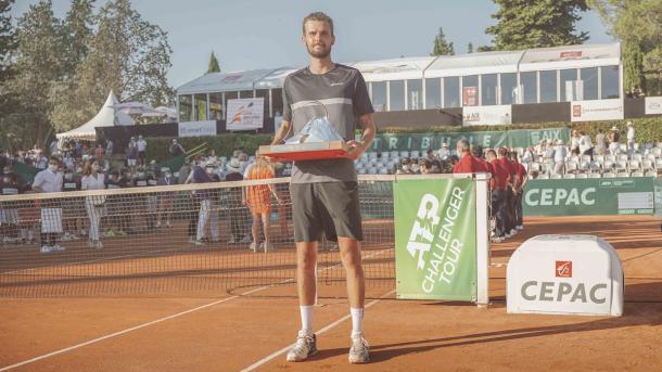 Alemão ficou com o troféu na França (Foto: Divulgação/ATP Challenger Tour)