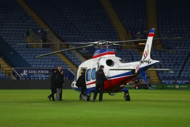 El 'chairman' tailandés acostumbra a aterrizar su helicópetero en el mismo terreno de juego del estadio | Foto: Mirror