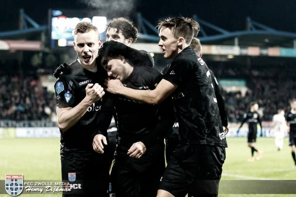Los jugadores del PEC Zwolle celebrando la remontada. / Foto: peczwolle.nl