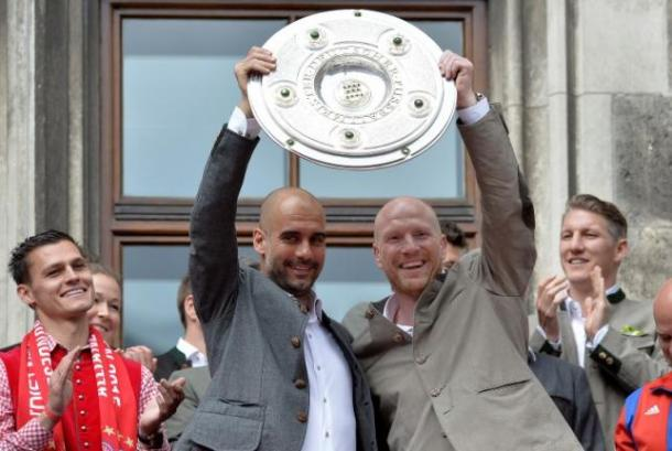 Guardiola and Sammer hold the Meistershale aloft. | Image credit: REUTERS/LUKAS BARTH