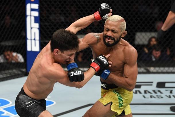 Nocaute de deiveson na primeira luta contra Benavidez (Foto: Reprodução/UFC)