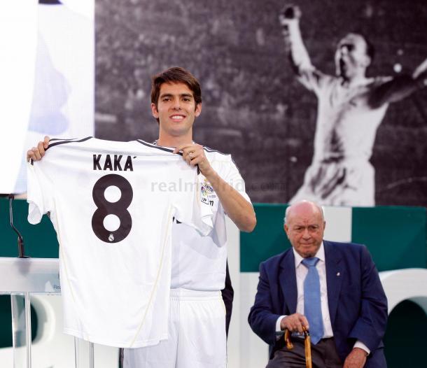 Kaká en su presentación a la que asistió Alfredo Di Stéfano. Foto: Realmadrid.com