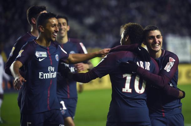 En la fotografía se ve a los jugadores del PSG contento al vencer al