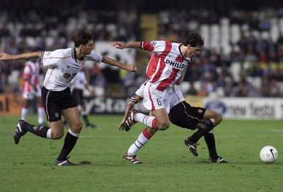 Van Nistelrooy y Mauricio Pellegrino en el duelo perteneciente a la UEFA Champions League 99/00. Fuente: Valencia CF.