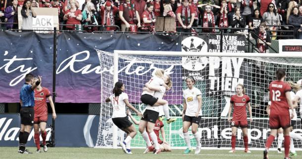 Samantha Mewis opens the scoring for the Flash | Source: excellesports.com