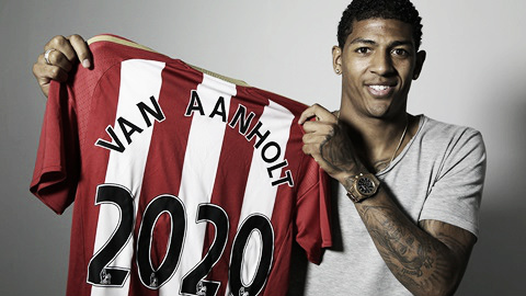 Above: Patrick van Aanholt has signed a new deal with Sunderland AFC until 2020 | Photo: safc.com