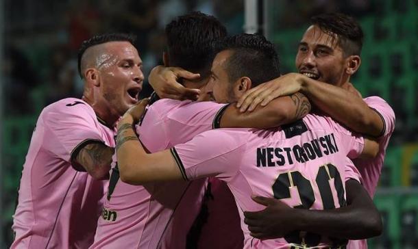 L'esultanza dei giocatori del Palermo dopo un gol | Urbanpost.it