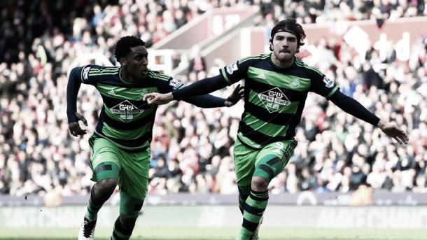 Alberto Paloschi celebrates scoring the equalizer for Swansea. Photo: Sky Sports.