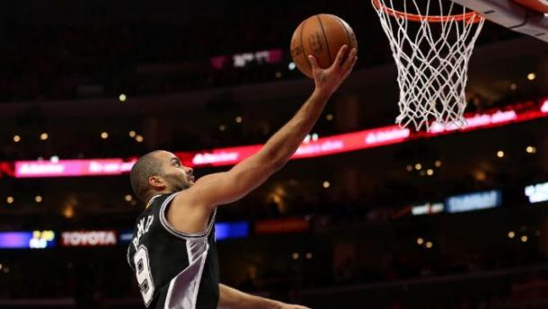 Tony Parker goes in for the finish. (Photo: Los Angeles AFB)