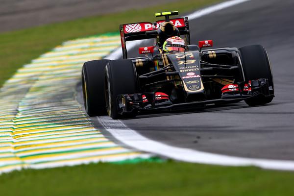 A Lotus virou Renault, e Maldonado tinha sua vaga confirmada por lá para 2016, mas a perdeu no último instante (Foto: Mark Thompson/Getty Images)