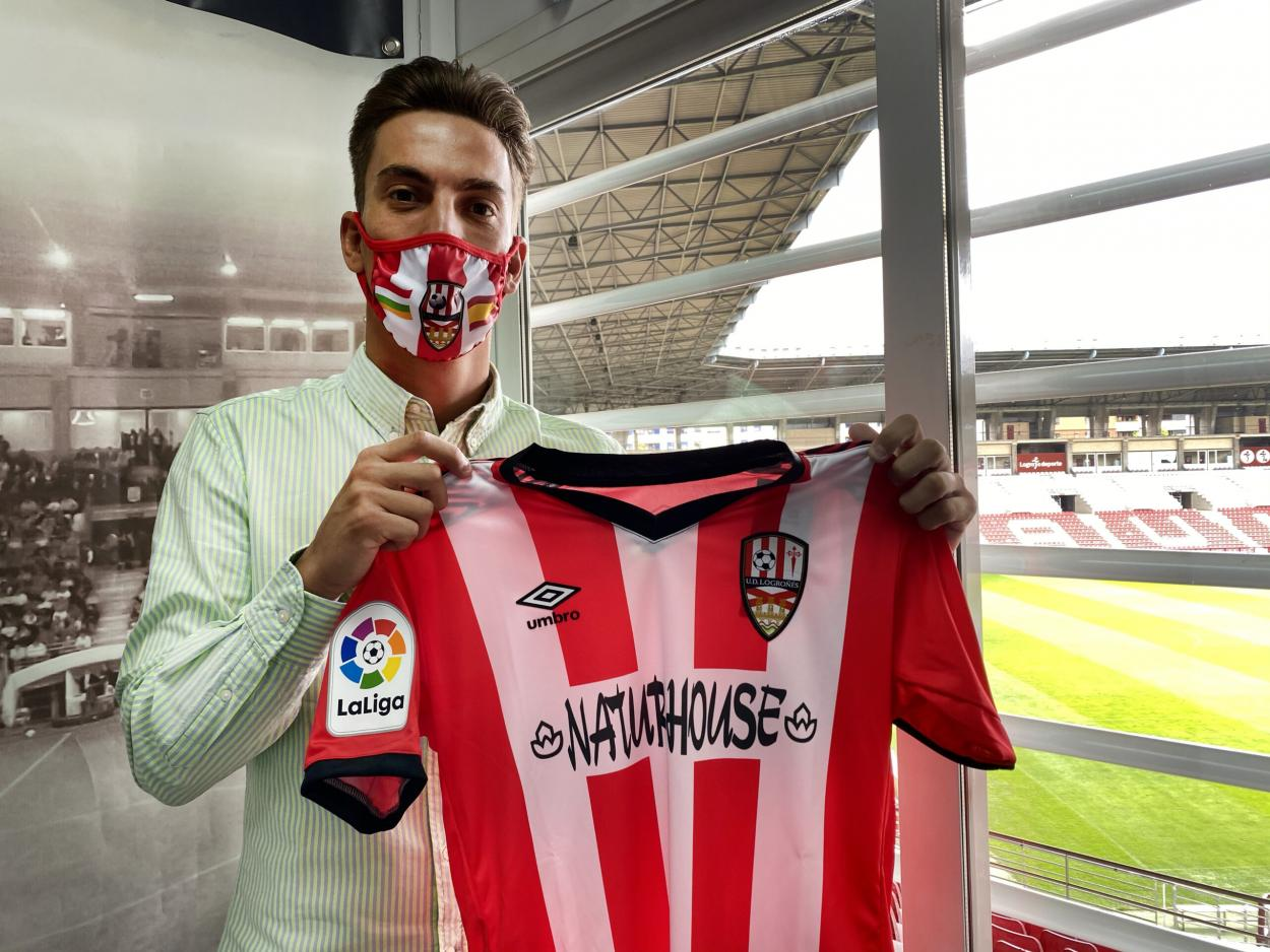 Presentación de Paulino de la Fuente como jugador de la UD Logroñés | Fuente: www.udlogrones.com
