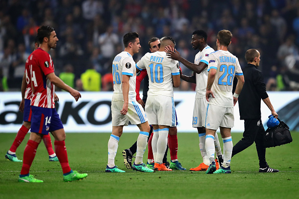 Payet saiu consolado por companheiros de OM e pelo compatriota Griezmann (Foto: Chris Brunskill Ltd/Getty Images)