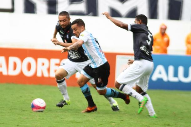 Papão persistiu o jogo todo, mas não furou o bloqueio do Leão (Foto: Fernando Torres/Paysandu)