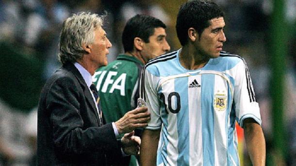 Pékerman y Riquelme (foto:futbolete)