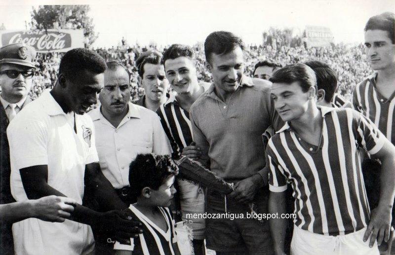 Partido histórico con un equipo brasileño y la figura de Pelé en Mendoza. Foto: Mendoza Antigua.
