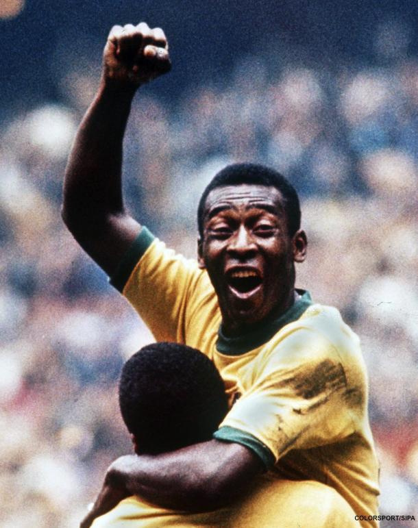 Pele celebrating one of his many goals (CampoRetro.com)