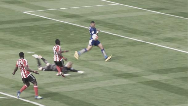 Penalty appeal waved away - (Photo Source - SkySports)