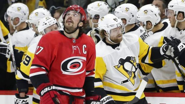 The Pittsburgh Penguins keep rolling and overwhelmed the Hurricanes on February 23, 2018. (Photo: Clarion Extra.com/AP)