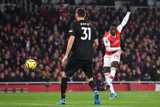 Il tiro di Pepé sul palo. | Foto: Twitter @Arsenal