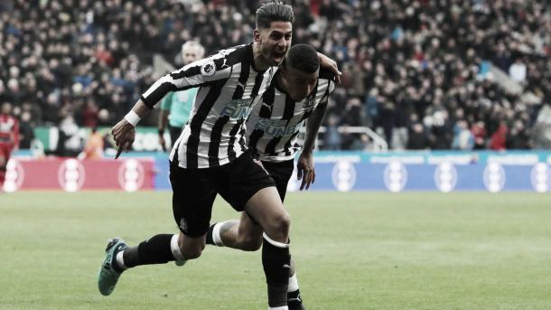 Ayoze Pérez le dio el triunfo al Newcastle frente al Huddersfield. Foto: Premier League.