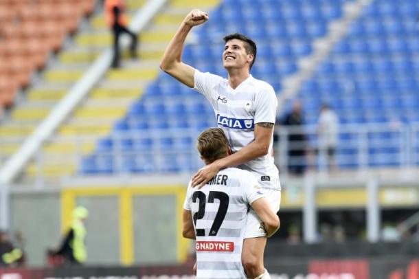 Perica festeggia il gol al Milan. Fonte: www.facebook.com/UdineseCalcio1896