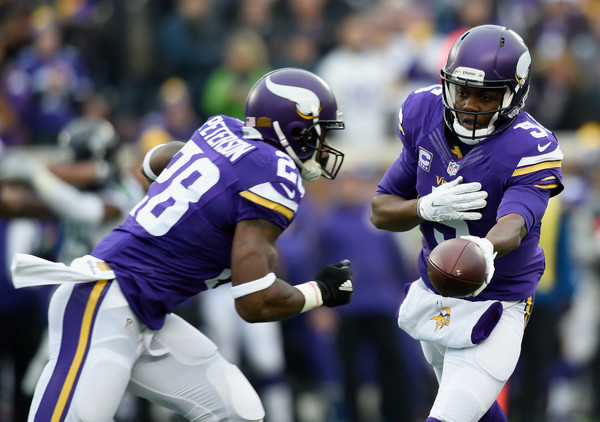 Teddy Bridgewater hands the ball off to Adrian Peterson
