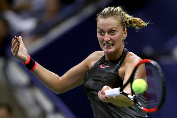 Petra Kvitova hits a forehand and sends the match to an 11th game | Photo: Matthew Stockman/Getty Images North America