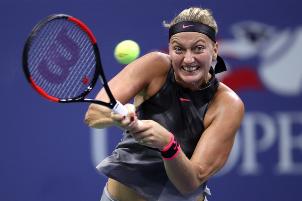 Petra Kvitova hangs onto her advantage after the 10-minute break | Photo: Matthew Stockman/Getty Images North America
