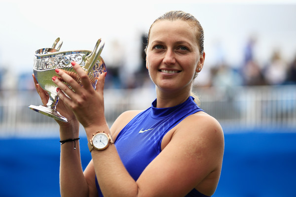 Petra Kvitova posing alongside her Birmingham trophy | Photo: Ben Hoskins/Getty Images Europe