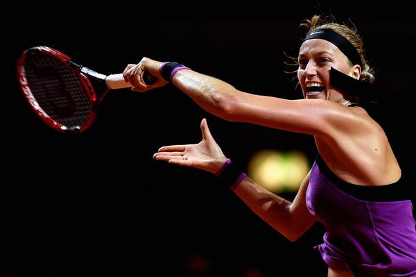 Petra Kvitova hitting a forehand against Kerber | Photo: Dennis Grombkowski/Bongarts
