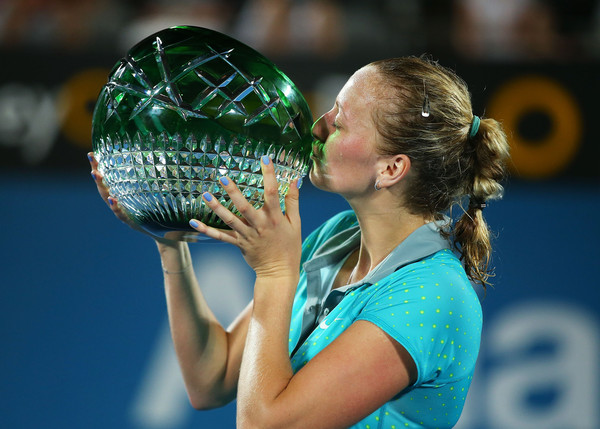 Petra Kvitova kisses her trophy back in 2015 | Photo: Brendon Thorne/Getty Images AsiaPac