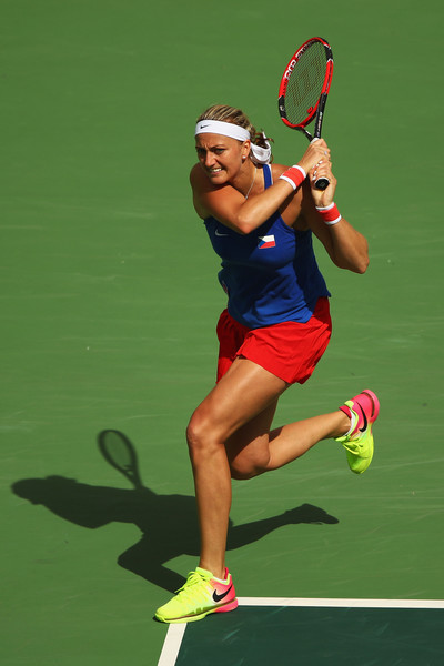 Petra Kvitova hits a backhand return during her semifinal match against Monica Puig at the Rio 2016 Olympic Games.   Photo: Clive Brunskill/Getty Images South America
