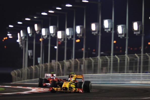 Foram 39 voltas de Alonso atrás de Petrov (Foto: Mark Thompson/Getty Images)
