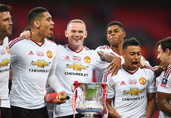 Smalling e Rooney conquistaram a FA Cup no último sábado (21); dupla tentará conquistar título pela Seleção Inglesa (Foto: Laurence Griffiths - The FA/The FA via Getty Images)