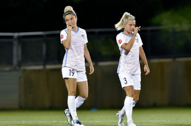 Kristie Mewis (19) and Rachel Daly (3) do their signature handshake. (Photo by Randy Litzinger/Icon Sportswire via Getty Images)