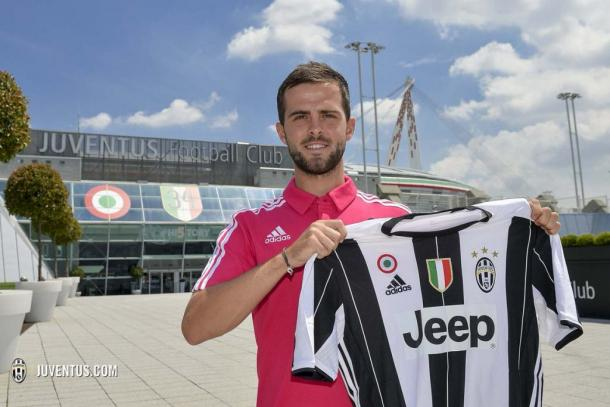 Pjanic decided to call it quits on Roma and join the Serie A Champions. (Juventus.com)