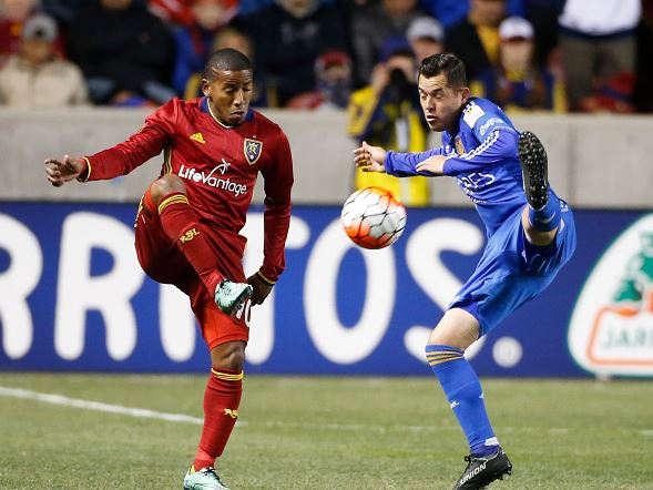srael Jimenez of Tigres and Joao Plata of Real Salt Lake fight of the ball during the quarterfinals second leg match between Real Salt Lake and Tigres UANL as part of the Concacaf Champions League 2016 at Rio Tinto Stadium on March 02, 2016 in Sandy, United States. Tigers won the series 3-1 to move on to the semifinals / George Frey - LatinContent/Getty Images