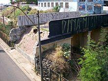 A ponte preta, hoje vandalizada, que deu origem ao nome da agremiação (Foto: Reprodução/AAPP)