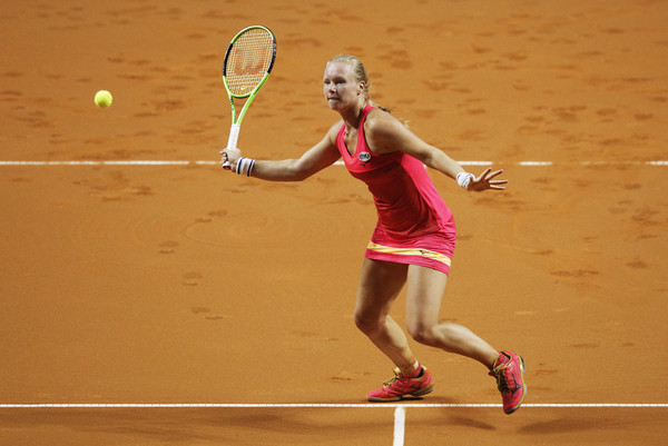 Kiki Bertens hits a volley | Photo: Adam Pretty/Bongarts