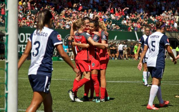 Portland Thorns celebrate 4-0 win over Washington Spirit | Photo: Soccer Classique