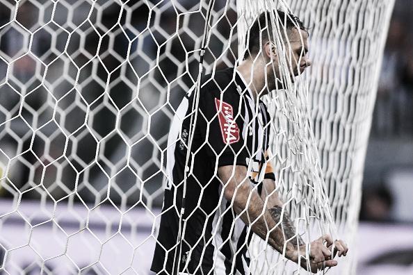 Pratto não conseguiu ir às redes na noite dessa quarta-feira (Foto: Pedro Vilela/Getty Images)