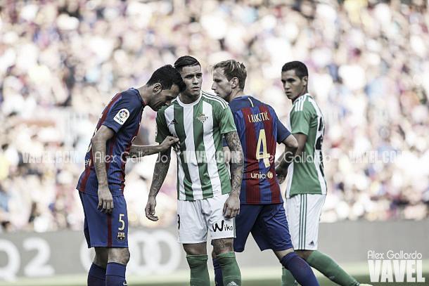 Imagen de archivo del encuentro entre Barcelona y Betis | Fotografía: Alex Gallardo / VAVEL