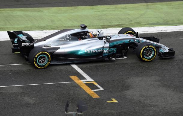 Lewis Hamilton probando el W08 | Fuente